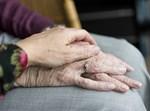 יד של קשישה