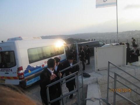 עלייה לקבר הרבנית מריבניץ בהר הזיתים