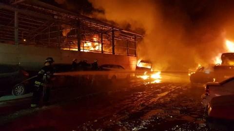 שריפת מגרש מכוניות