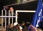 המפגינים נכנסים לבית ראש הממשלה