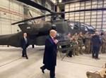 טראמפ מפתיע חיילים באפגניסטן