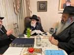 הרב שמעון אליטוב בביתו לאחר החלמתו