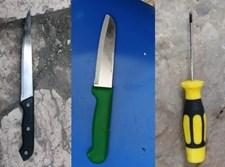 סכינים ומברג שנתפסו אצל מחבלים