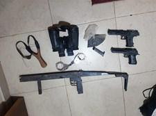 הכלים שנמצאו בביתו של החשוד