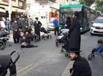 קיצונים מפגינים בירושלים עם עגלות ילדים