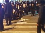 המפגינים חוסמים כביש בבני ברק