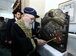 """הגר""""י יוסף בהדלקה בביהכנ""""ס קהל ציון"""