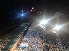 ג'יפ צבאי על מסילת הרכבת