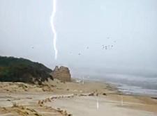 פגיעת הברק בחוף אשדוד