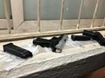 אקדחי הדמה שנתפסו אצל השודדים