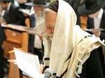 הממשיך הגאון רבי מרדכי שלמה אדלשטיין בתפילה (באדיבות המצלם)
