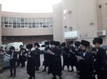 מתנדבי יד לאחים מחוץ לכנסיה המסיונרית