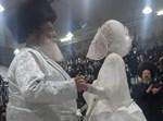 הרבי מספינקא בריקוד עם נכדתו