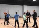 שוטרים משחקים עם ילדים חרדים