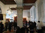 מתפללים על קברו של רבי חיים פלאג'י