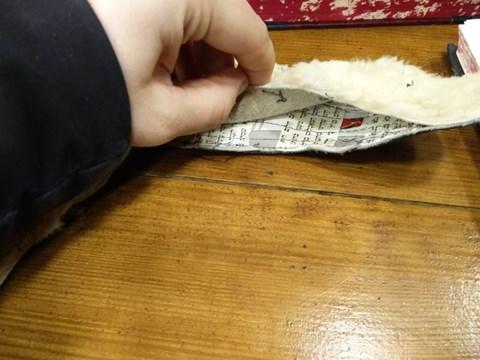 סוליית הנעליים שעשויה מספרי קודש