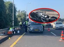 האופנוע על רקע זירת התאונה