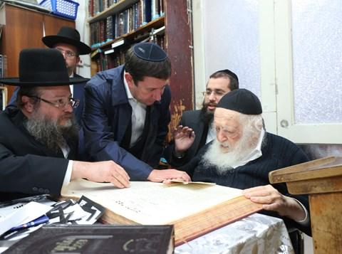 אנשי הקהילה היהודית בקישינב אצל שר התורה