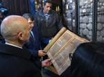 הנשיא מבקר בבית הכנסת