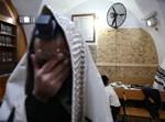 יהודי מתפלל במירון