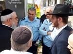הרב חנניה צ'ולק עם סגל הפיקוד של משטרת בני ברק