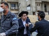 בחור מהפלג מתווכח עם שוטרים