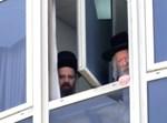הרבי מגור בחלון בית המדרש של גור