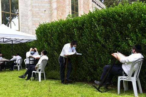 ישיבת עטרת שלמה לומדים בקפסולות