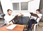 בחורי אור ישראל לומדים בקפסולות
