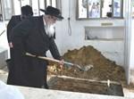 הקמת מצבה על קברה של הרבנית מצאנז