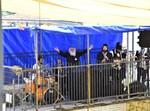 התזמורת בחצר המערה