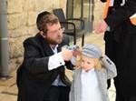 הרב דב בלוי בחלאק'ה לבנו