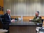 """הרמטכ""""ל כוכבי בפגישה ראשונה עם שר הביטחון גנץ"""