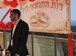 בצלאל כהן בהצעת הנישואין