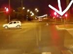הבחורה באמצע הכביש