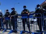 שוטרים במחסום