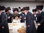 הרבי מסאטמר עם חסידיו