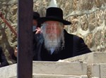 הרבי מגור השבוע עם מסכה בהר הזיתים