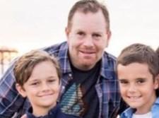 """ארי גרשמן ז""""ל עם ילדיו"""