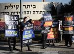 הפגנה של תושבי העיר כנגד הסגר