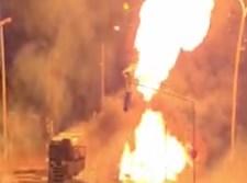המשאית עולה בלהבות