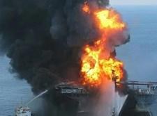 ספינה עולה באש