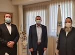 שר הבריאות עם ראובן ושימי גשייד