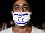 מפגין תל אביבי במחאה כנגד ההגבלות
