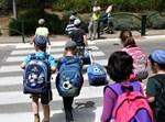 ילדים בדרכם ללימודים