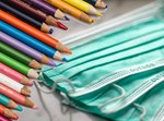 עפרונות ומסיכות