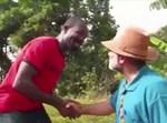 כרמלי עם אחד מאנשי השבט