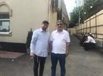 שגריר כווית באוקראינה לצידו של העסקן חיים חזין