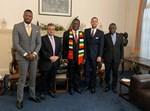 """עו""""ד משה אוסדיטשר ורוני מוסן עם נשיא זימבבואה ובכירי הממשל"""