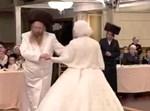 הרבי מקאמאדא בריקוד עם הכלה